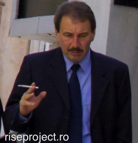 Adrian Dan Rus (Mineco Romania), mai 2013, înainte de a intra în clădirea Curții Supreme unde se judeca recursul la sentința inițială.