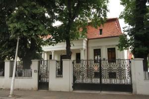 Sucursala românească a Johnson Wax își are sediul într-o vilă a Ro Naturstein din cartierul Mântuleasa