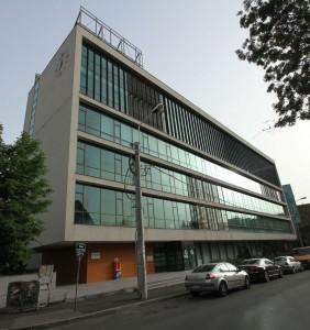 O parte dintre birourile grupului Unicredit funcționează într-o clădire a Ro Naturstein, din zona de nord a orașului