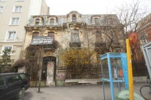 Firma italo-română intenționa să demoleze parțial această vilă, pentru a face în locul ei o clădire de birouri cu șapte etaje