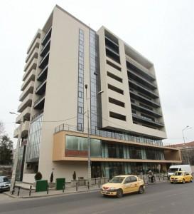 Clădirea ridicată pe terenul cumpărat de la Munaf se găsește în spatele Palatului Parlamentului