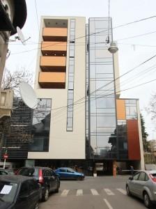 Clădirea Ro Naturstein în care este încartiruită presa scrisă deținută de Adrian Sârbu