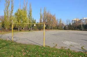 Parcul ploieștean în care primarul Iulian Bădescu a hotărât, printr-o decizie fulger, că trebuie să se facă o bază sportivă de minifotbal, așa cum a solicitat Burleanu/foto: RISE Project