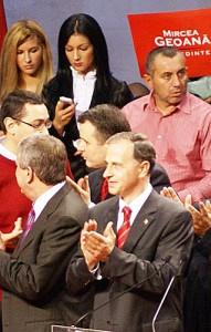 Victor Ponta, Răzvan Alexe (cămașă roz) și MIrcea Geoană sursa: RISE Project