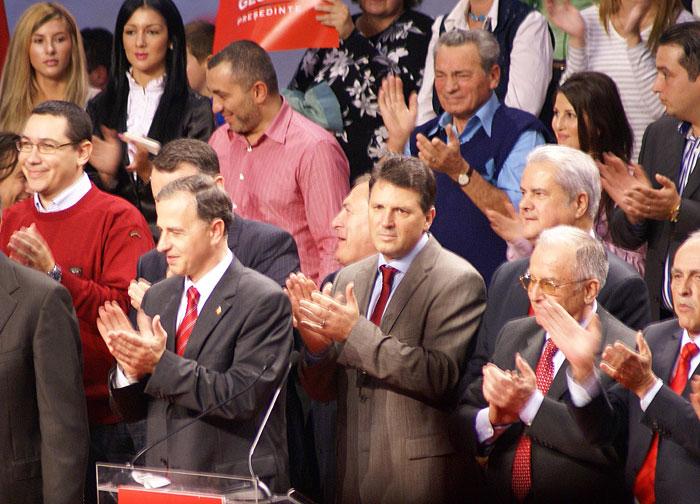 Reuniune PSD la Prahova: Victor Ponta, Răzvan Alexe (cămașă roz) Mircea Geoană, Iulian Iancu, Adrian Năstase, Ion Iliescu sursa: RISE Project