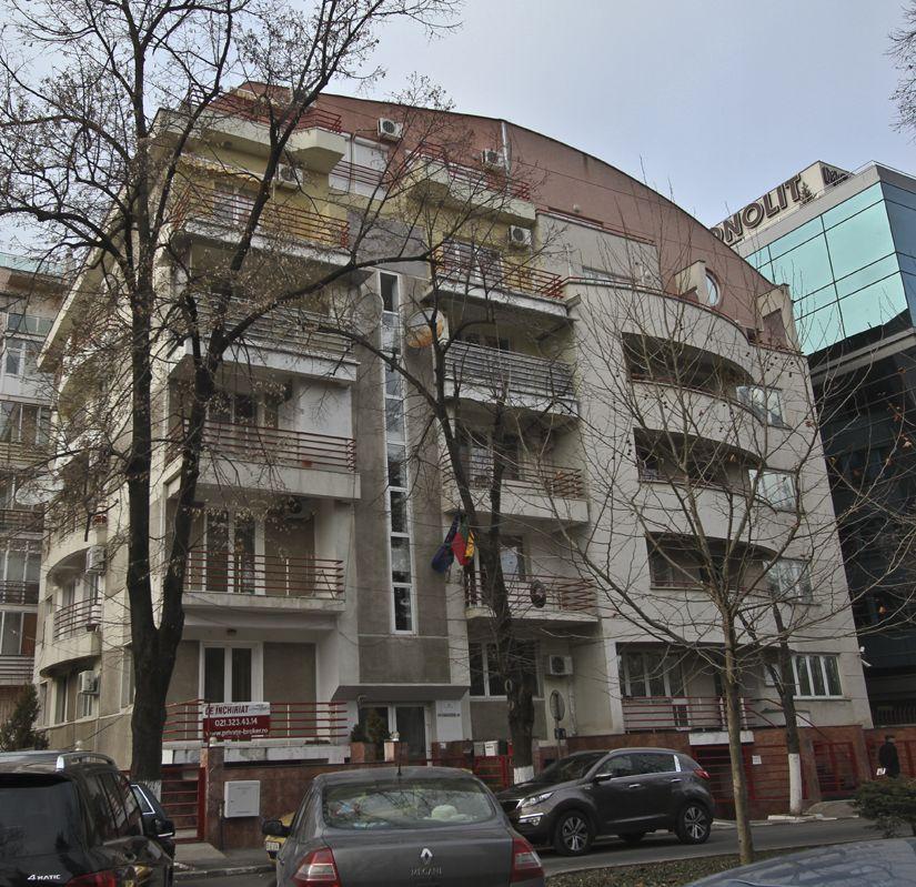 Pe terenul cu care a jonglat familia Firea s-a construit un bloc de apartamente. Sursa: RISE Project
