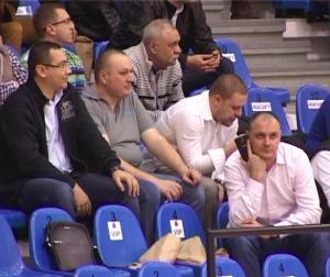 De la stânga la dreapta: premierul Victor Ponta, primarul Ploieștiului, Iulian Bădescu, directorul postului România TV, Alexandru Iacobescu și mogulul Sebastian Ghiță    sursa: phone.ro