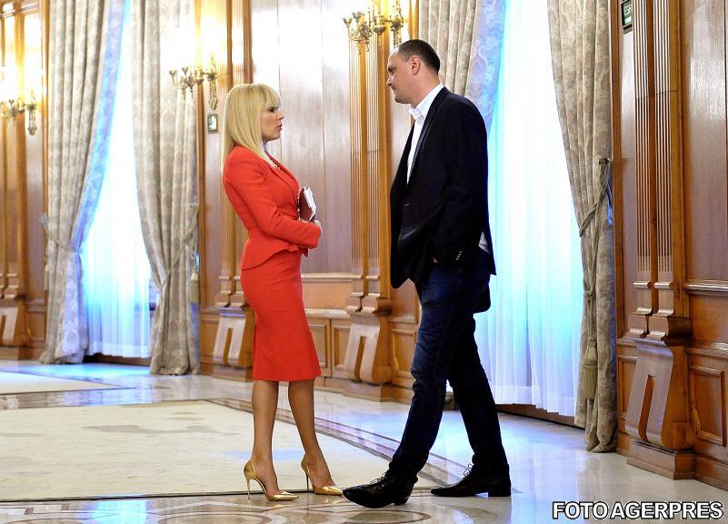Elena Udrea și Sebastian Ghiță, pe holurile Parlamentului României. Foto: Agerpres