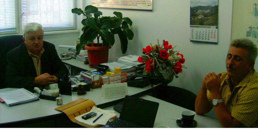 Septembrie 2011. Nicolae Stanca (stânga) și Petru Cîmpian (dreapta), în biroul companiei Deva Gold/ Foto: Danie Bojin.