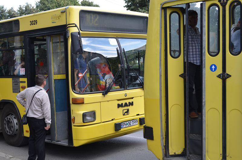 Autobuzele în care se va investi 80.000 de euro au deja o vechime de 12-14 ani și sunt uzate în proporție de 70 la sută