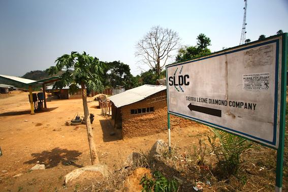 Firma lui Frank Timiș a început să opereze la mijlocul anilor 2000 în estul Sierra Leone, o regiune cunoscută pentru sângeroasele războaie pentru diamante / foto: Paul Radu / RISE Project
