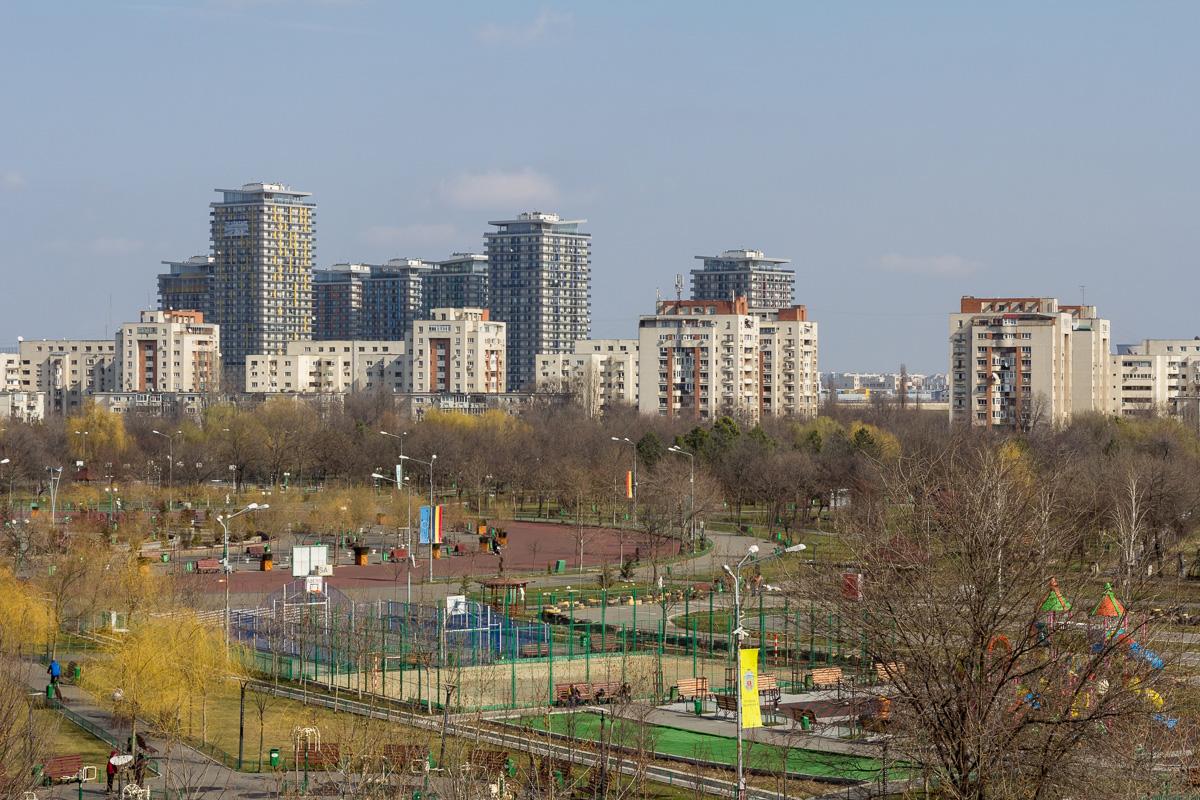 Blocurile se mută, ușor - ușor, în Parcul Tineretului