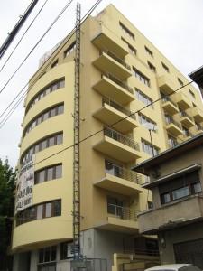 Clădirea construită de Chiriță pe strada Aurel Vlaicu va trebui demolată pe jumătate