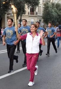 """Arzu Aliyeva, 26 de ani, fiica mai mică a președintelui azer, promovând Jocurile Europene """"Baku2015""""."""
