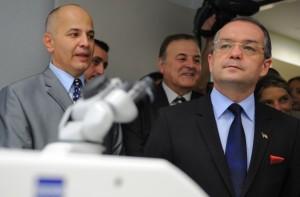 """13 mai 2011. Emil Boc, primul-ministru de atunci, a participat la inaugurarea spitalului """"European Eye"""", al familiei turce. La acel moment, firma britanică, reprezentată de Balgi-Curpedin, era încă acționară. FOTO: Octav Ganea/MediafaxFoto"""