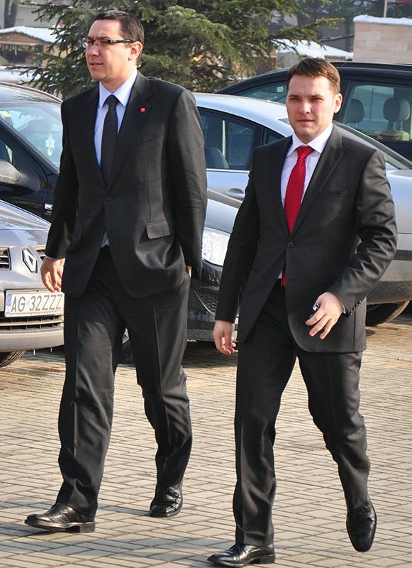 Victor Ponta și Dan Șova, în pe vremea când erau colegi în Guvern. Foto Stefan Birlodeanu/MediafaxFoto.