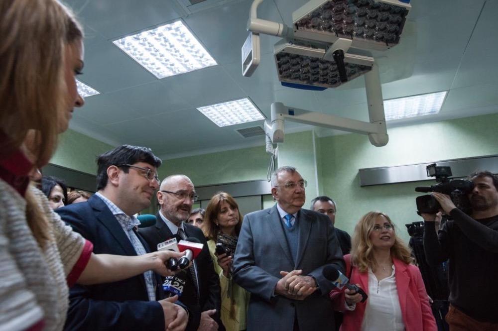 Inaugurarea unității de mari arși, petrecută în aprilie 2015, în prezența ministrului Bănicioiu, a șefului secției de chirurgie plastică, Ioan Lascăr, și a primarului Andrei Chiliman, a fost doar un moment de operetă.FOTO: Primăria Sector 1.