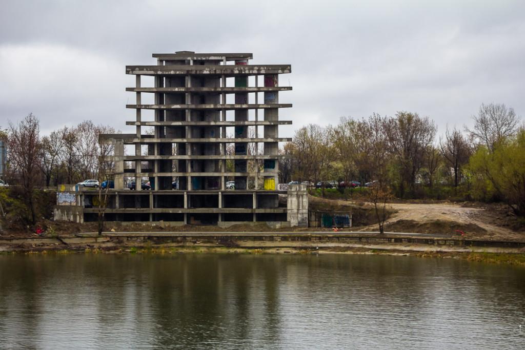 Scheletul hotelului aflat acum în posesia Anei-Maria Tudor, fiica lui Gabriel Oprea / FOTO: RISE Project, Sergiu Brega