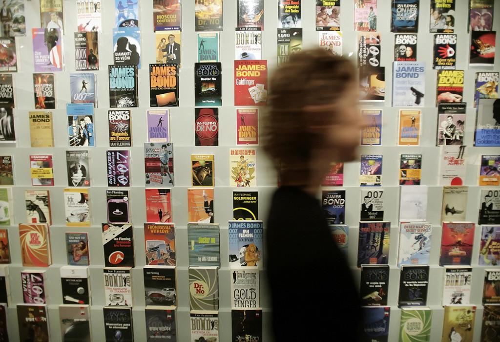 Cărțile James Bond / Foto: AFP, Mediafax Foto, Leon Neal