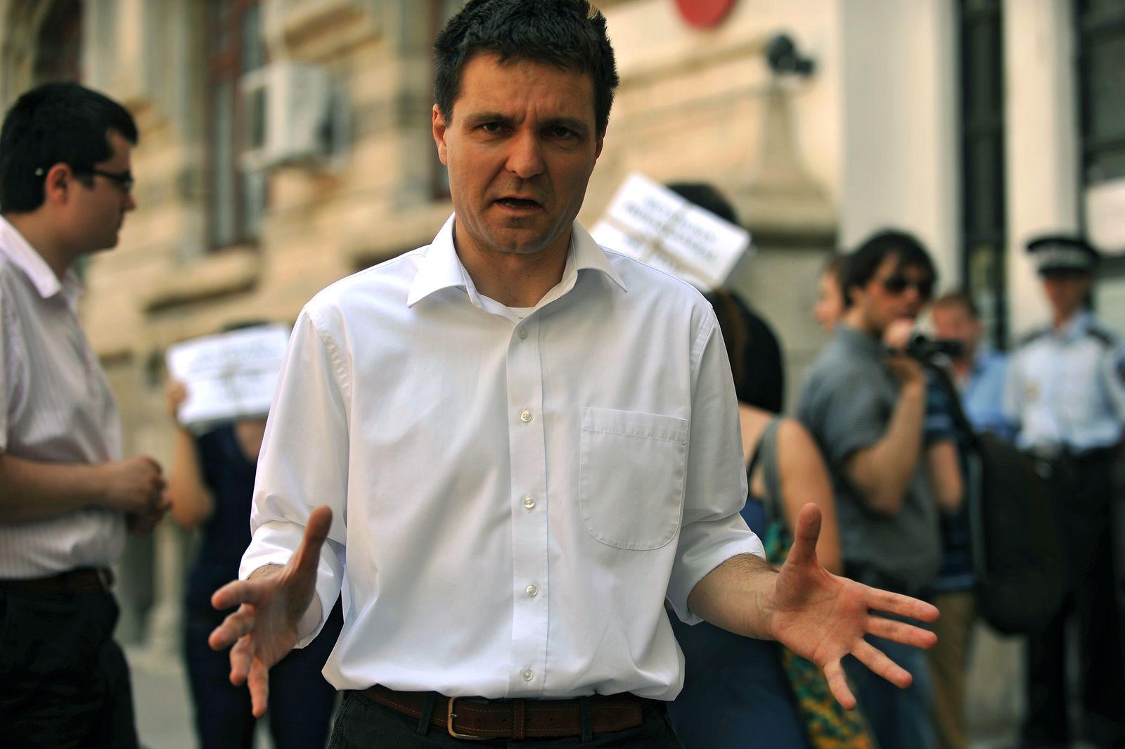 Nicușor Dan, matematician care vrea să facă istorie. FOTO: Răzvan Lupică/Mediafax.