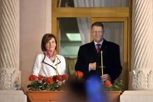 PAȘI INEGALI. După cum le convine, avocații lui Klaus Iohannis măresc sau micșorează pasul proceselor prin care îi poartă afacerea de 320.000 de euro a președintelui României. FOTO: Alexandru Dobre/ Mediafax.