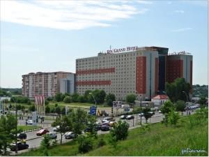 Cel mai spațios apartament al lui Turcescu se găsește în blocurile pe care Robert Negoiță le-a lipit de RIN Grand Hotel. FOTO: Gabriel Avramovici.