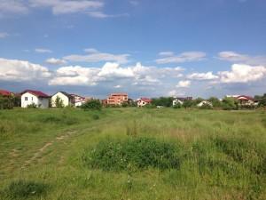 Dezvoltările imobiliare au luat-o înaintea orașului la periferia vestică a Capitalei, acolo unde Turcescu deține un teren de 1.800 de mp.