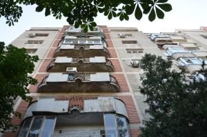 Într-un bloc ca acesta din Piața Muncii, se găsește una dintre garsonierele lui Turcescu.