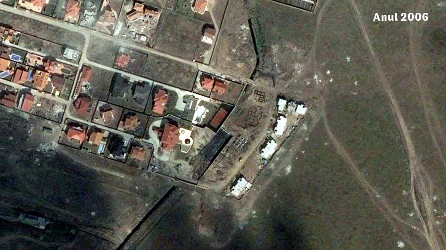 Primele schelete de clădiri peste râul Roșia/ Captură Google Earth din anul 2006