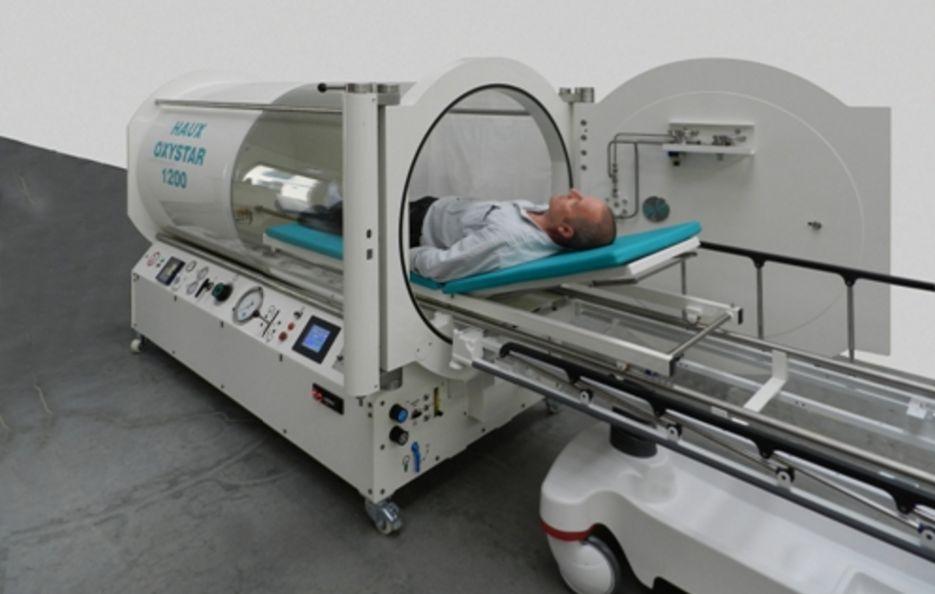 Barocamerele monoloc sunt niște capsule orizontale în care pacienții sunt introduși pe o targă. FOTO: Pagina web a companiei Haux.
