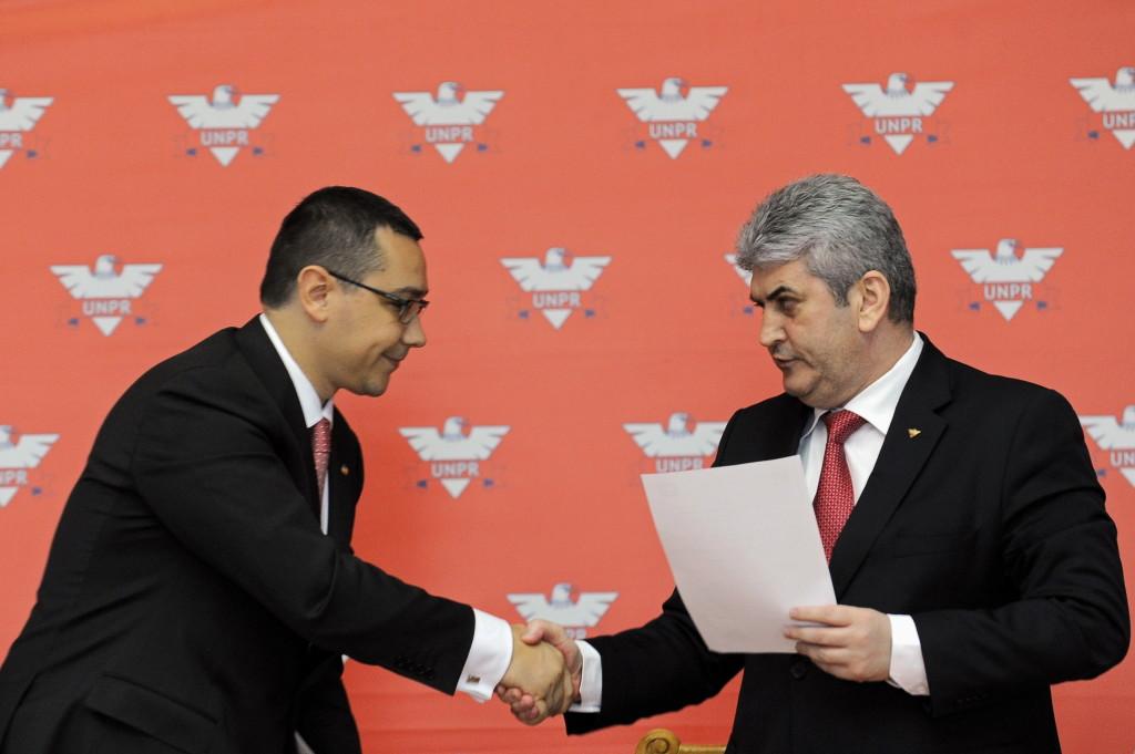 După 10 ani: Victor Ponta își consolida poziția de premier cu ajutorul lui Gabriel Oprea. FOTO: MEDIAFAX  / Razvan Chirita