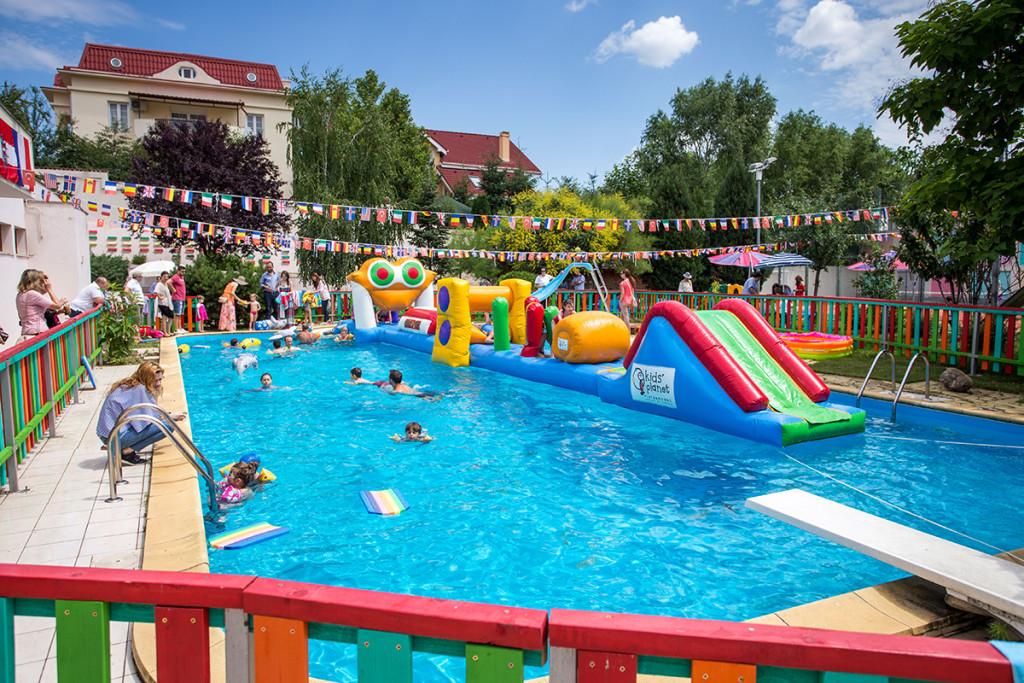 Astăzi, vila și piscina construite de Oprea sunt închiriate de o grădiniță privată. FOTO: www.questfield.ro