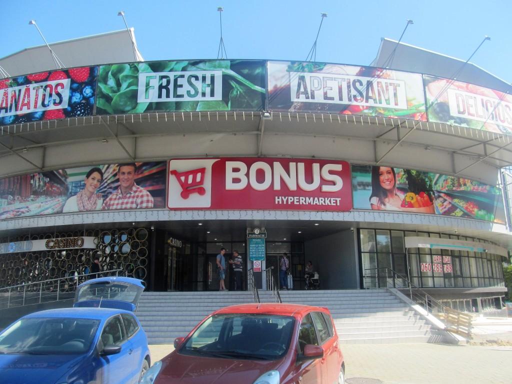 Hypermarketul Bonus din Chișinău. (foto: Ion Preașcă/RISE Moldova)