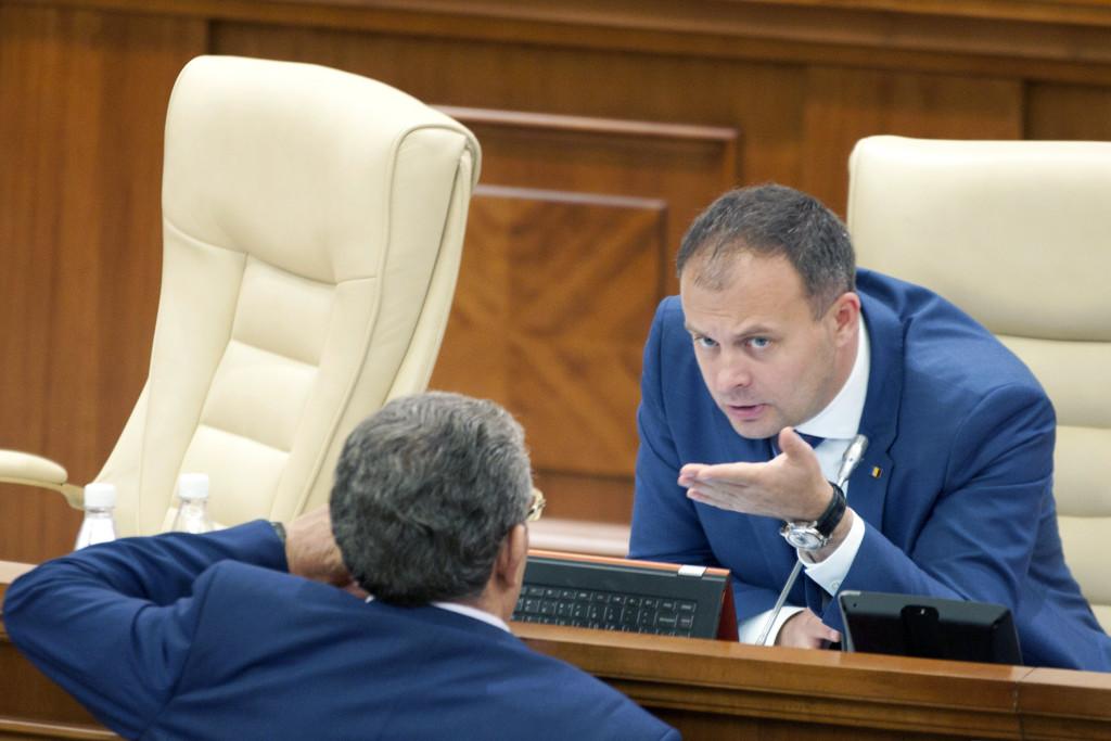 Andrian Candu, la prezidiul Parlamentului de la Chișinău. FOTO: Nadia Roșcovanu / RISE Project