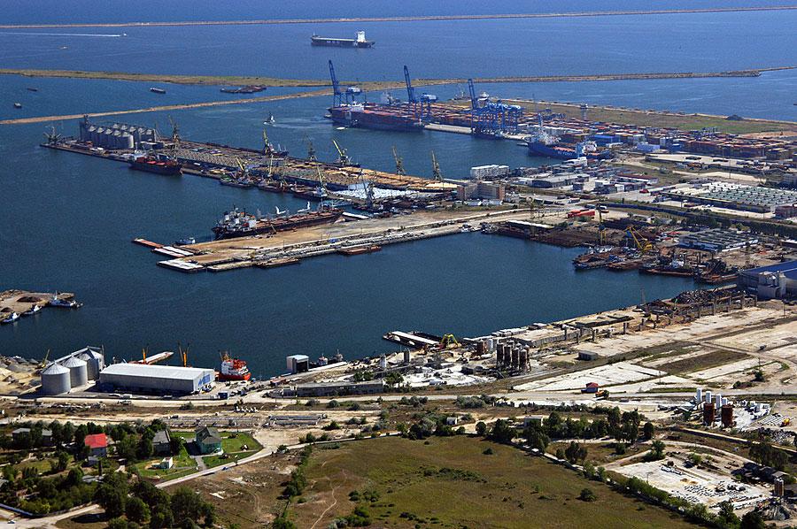 Portul Constanța se întinde pe 1.300 de hectare de uscat și încă de două ori pe-atât pe apă. FOTO: portofconstantza.com