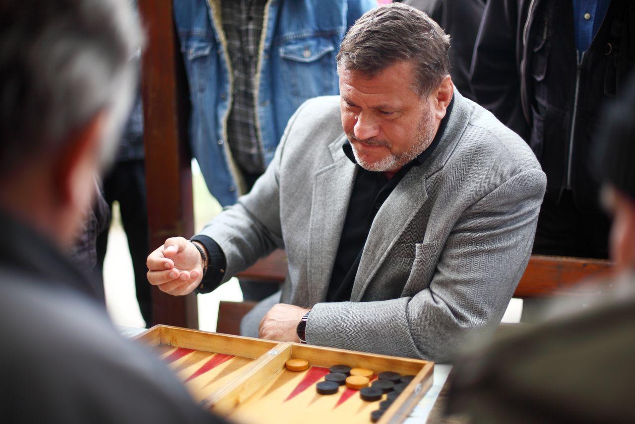 Fostul primar al Sectorului 6 Cristian Poteraș (2004-2012), condamnat la închisoare pentru retrocedări frauduloase, a restituit terenuri inclusiv în interiorul Parcului Grozăvești. O fâșie din această zonă verde se află și astăzi în proprietatea rudelor sale. OVIDIU MICSIK / MEDIAFAX FOTO