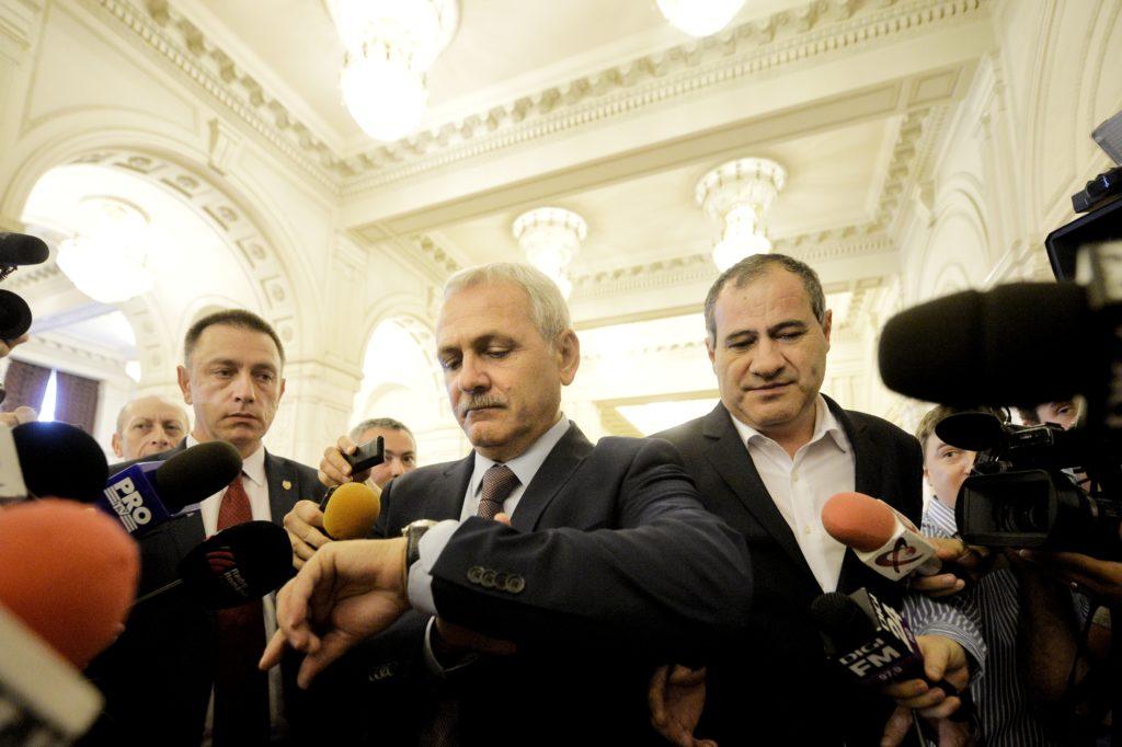 Președintele PSD Liviu Dragnea (C) reacționează la finalul dezbaterii moțiunii de cenzură inițiată de alianța PSD-ALDE, împotriva guvernului condus de Sorin Grindeanu, în Palatul Parlamentului din București, miercuri, 21 iunie 2017. ANDREEA ALEXANDRU / MEDIAFAX FOTO
