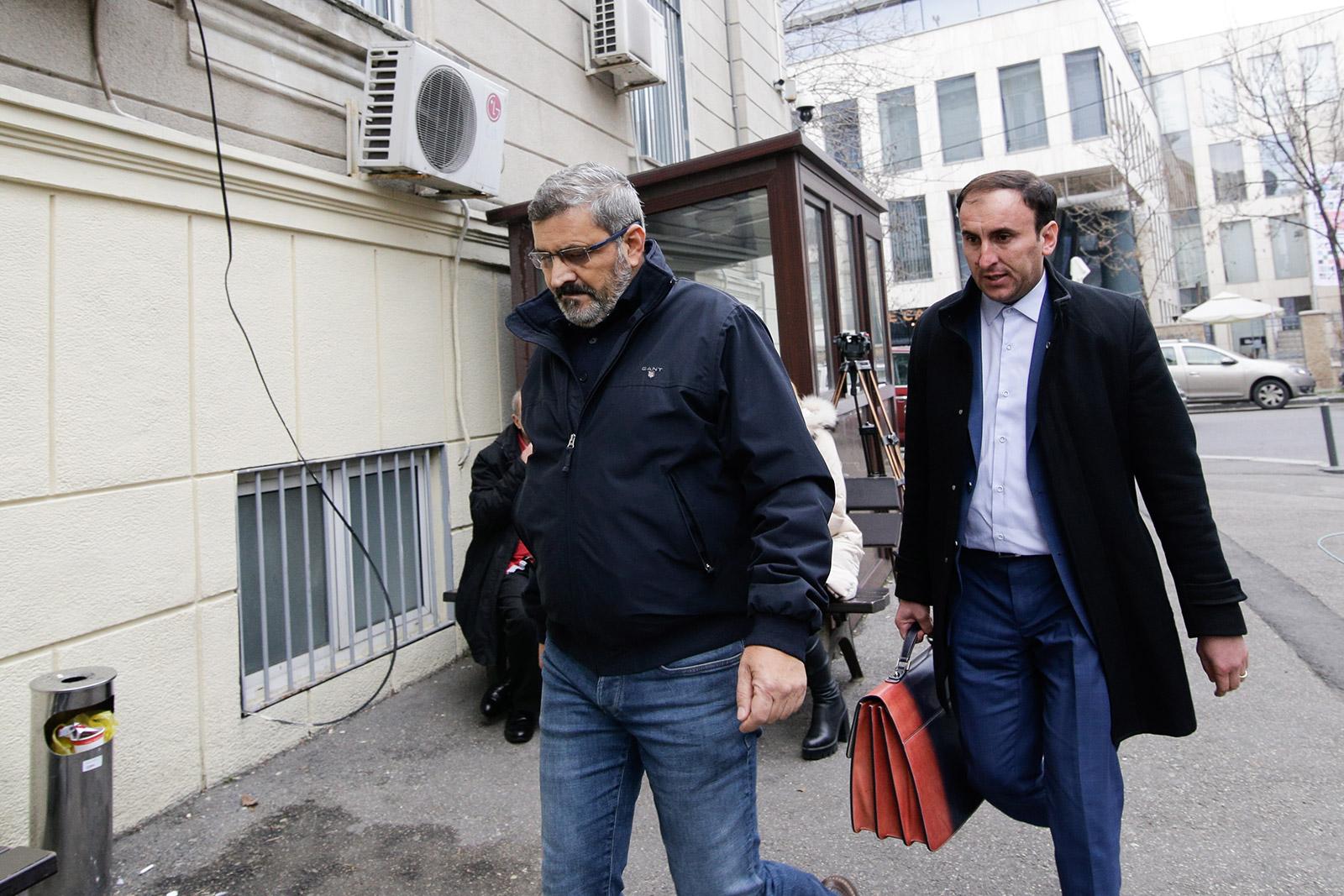 Petre Pitiș alături de avocatul Mihail Sebastian Pencea, la DNA / Foto: Inquam Photos / George Călin