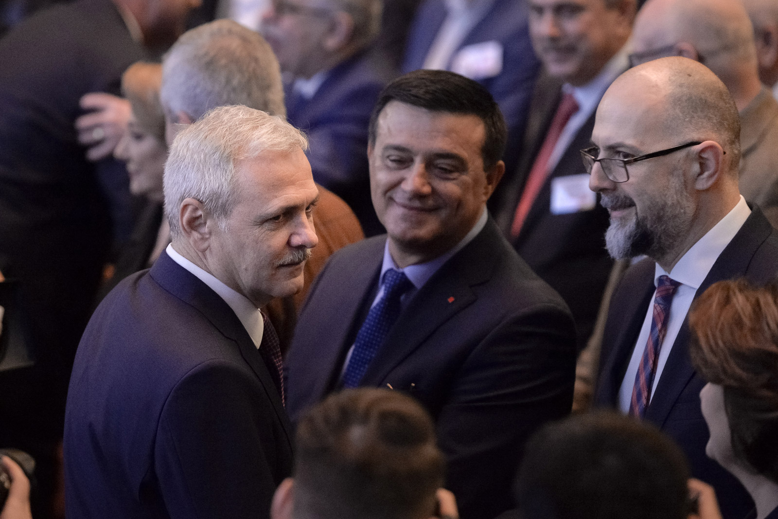 Liviu Dragnea (stânga), alături de Nicolae Bădălău (centru), înainte de izbucnirea conflictelor interne în PSD / Foto: Mediafax Foto, Alexandru Dobre
