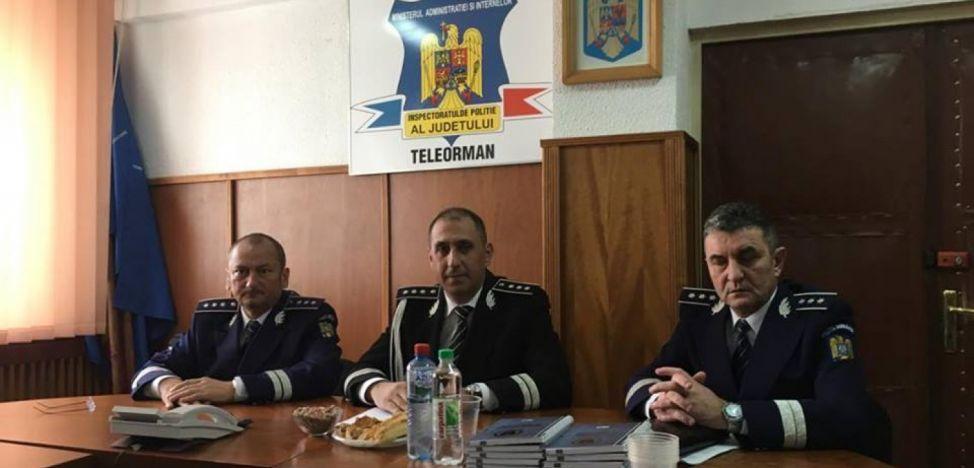 Vali Dumitrașcu (centru), șeful IPJ Teleorman, înconjurat de adjuncții săi, Emil Stanimir (stânga) și Marian Mitrana. Toți trei erau figuri recurente în partidele de vânătoare găzduite de directorii Tel Drum / Foto: adevarul.ro