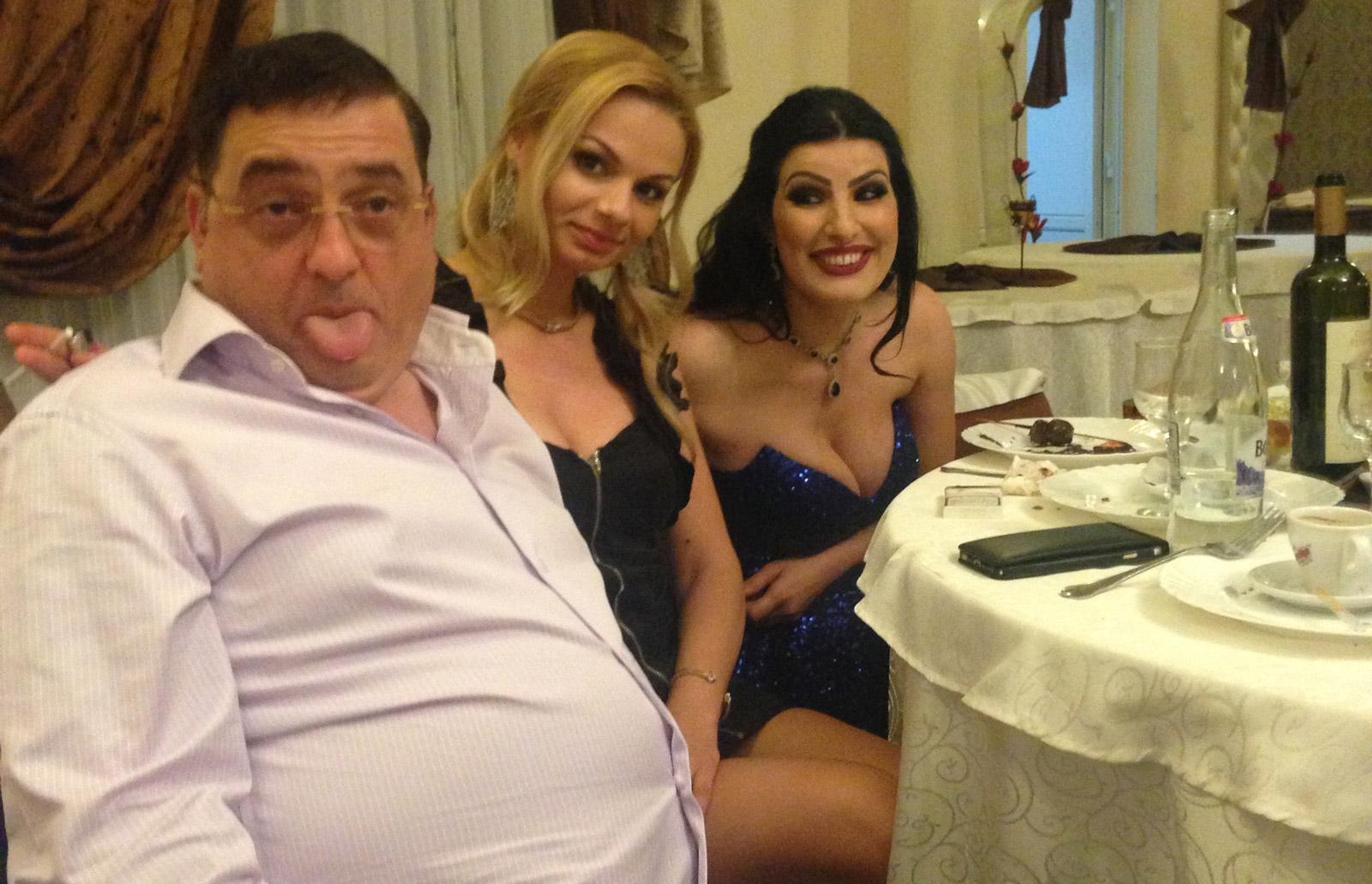 Daniel Neagoe, alături de soția sa și Nicoleta Pene, directoarea comercială Tel Drum