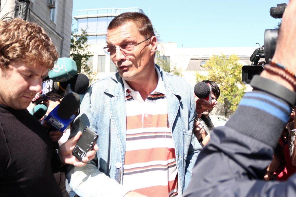 Fostul deputat PSD Adrian Simionescu ieșdin de la DNA după ce a fost acuzat de evaziune fiscală.