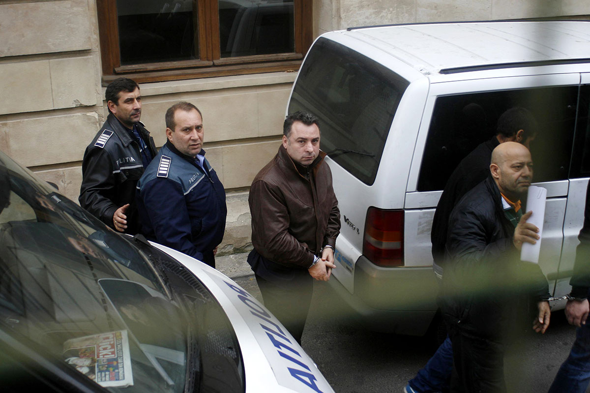 Nicolae Matei (C), adus pentru audieri la Curtea de Apel București în 21 noiembrie 2012. Foto: Liviu Untaru / Mediafax Foto