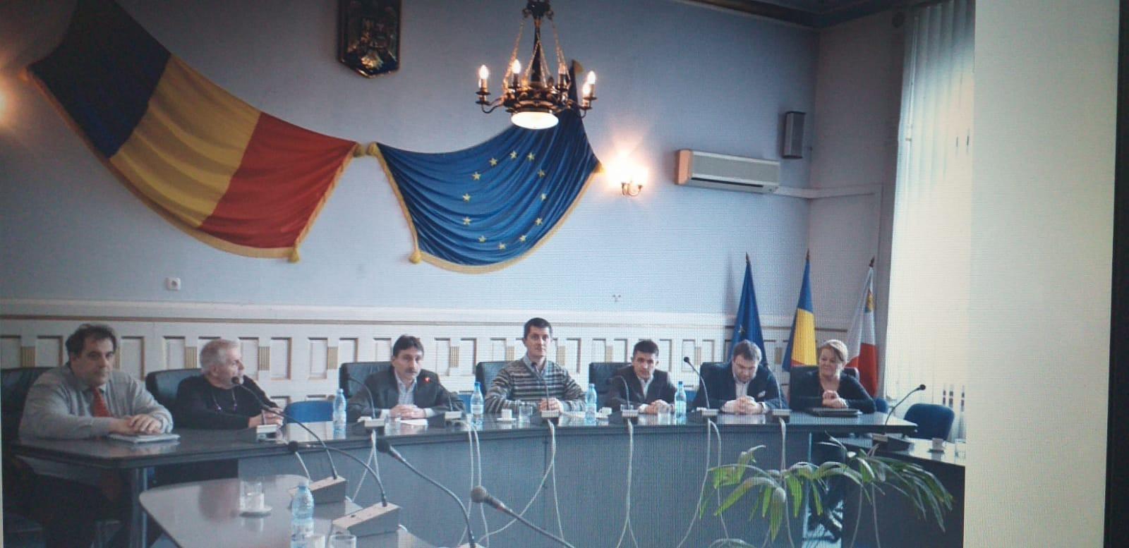 Dan Barna (centru), Ion Dumitrel, președintele Consiliului Județean Alba( în stânga față de Dan Barna), Magdalena Bene (dreapta) și Martin Balogh, Fundația Civitas (în stânga Magdalenei Bene) la o întâlnire din 2011.