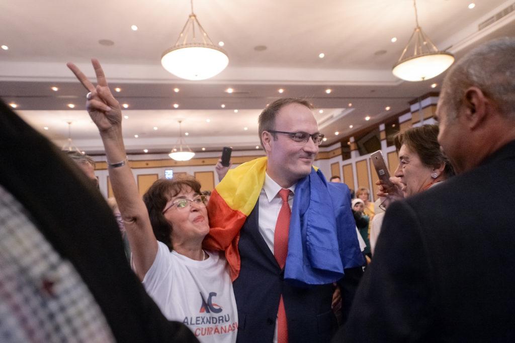 Alexandru Cumpănașu (C), candidat la alegerile prezidențiale, 12 octombrie 2019. Foto: Alexandru Dobre / Mediafax Foto.