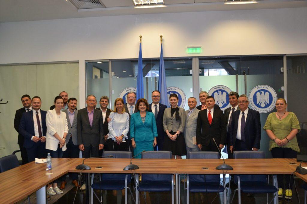 Întâlnirea din mai 2018 la care Cumpănașu i-a spus Rovanei Plumb că legea trebuie schimbată. Foto: www.facebook.com/cnmromania