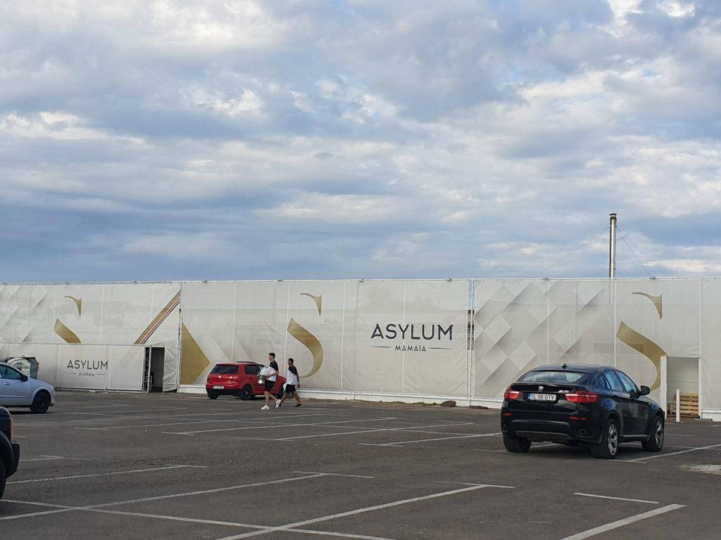 ASYLUM este manageriat de patronii celebrului Loft cu care se și învecinează. Foto: Ana Poenariu