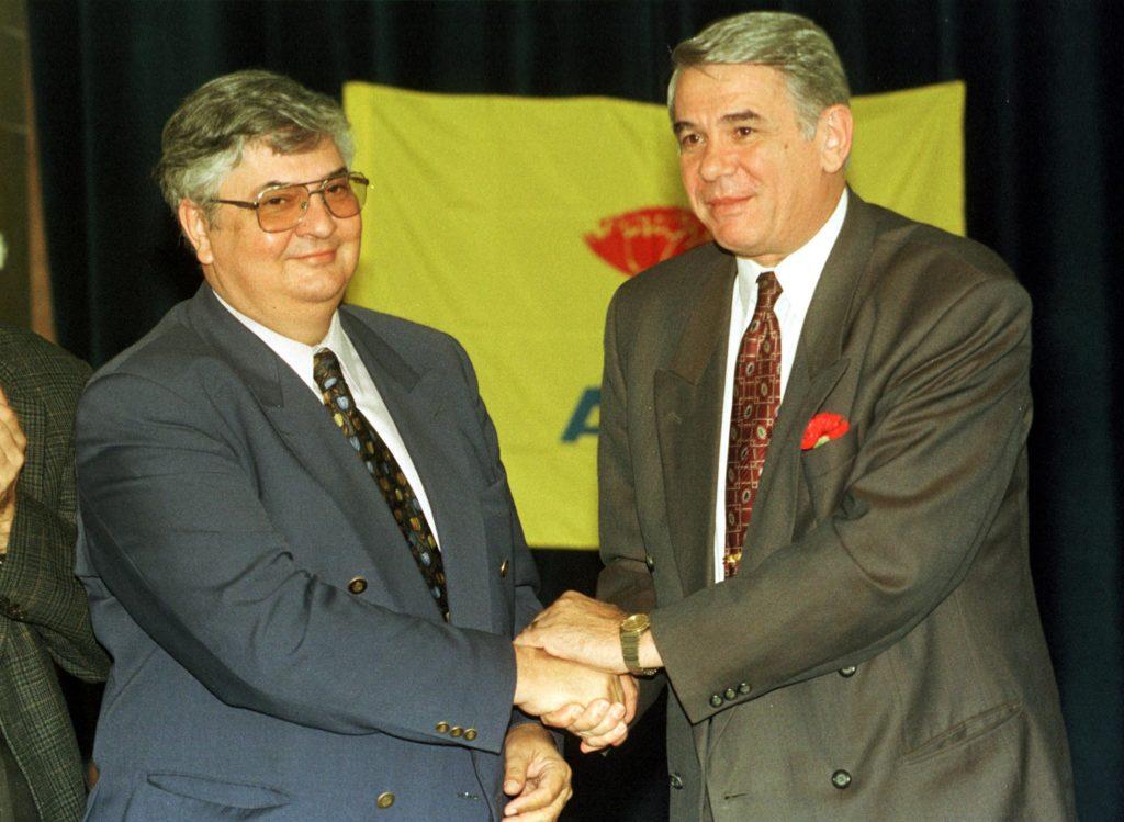 Lansarea în campania electorală a lui Mircea Coșea din partea A.P.R., București, 1998.Foto: Cătălin Burlacu / PROFOTO/ Mediafax