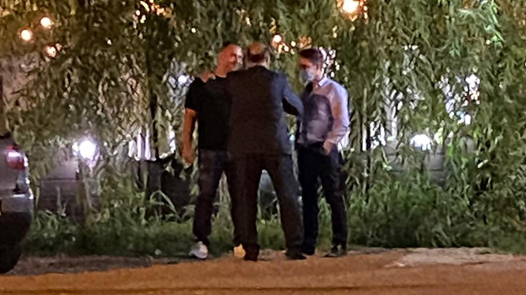 Gabriel Cioară, Mihai Sandu Niță și Gheorghe Bolintineau au zăbovit circa 20 de minute în parcarea pizzeriei Yvi's
