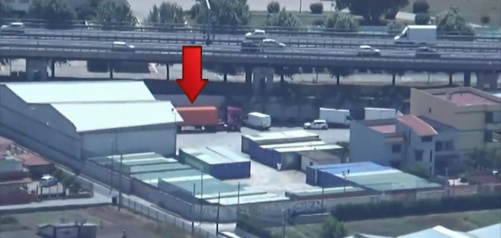 Containerul clonă surprins de camera video din elicopterul poliției. Sursa: Guardia di Finanza